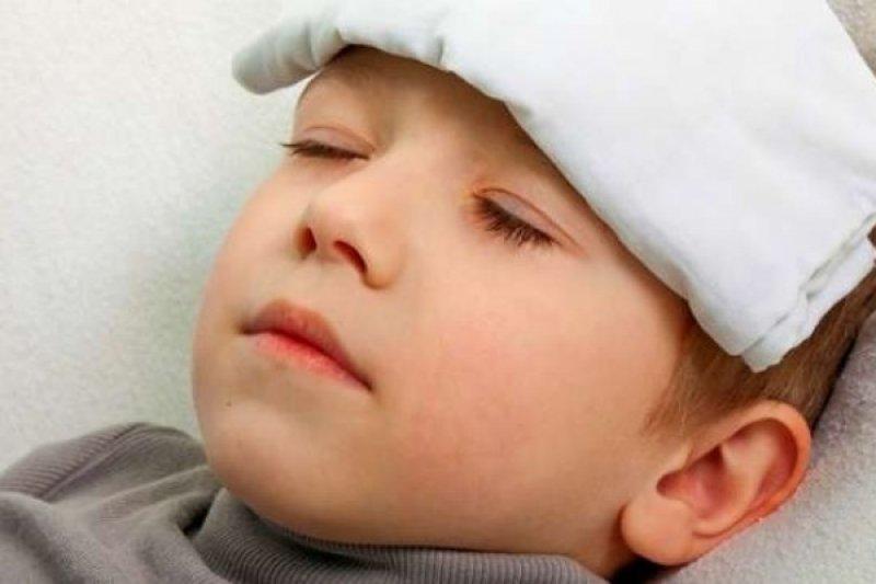 Mengenali beda gejala demam dengue dan DBD