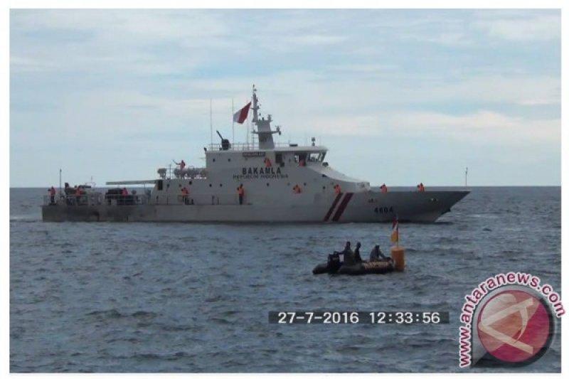 Kapal Bakamla ikut sailing pass di Pantai Manado