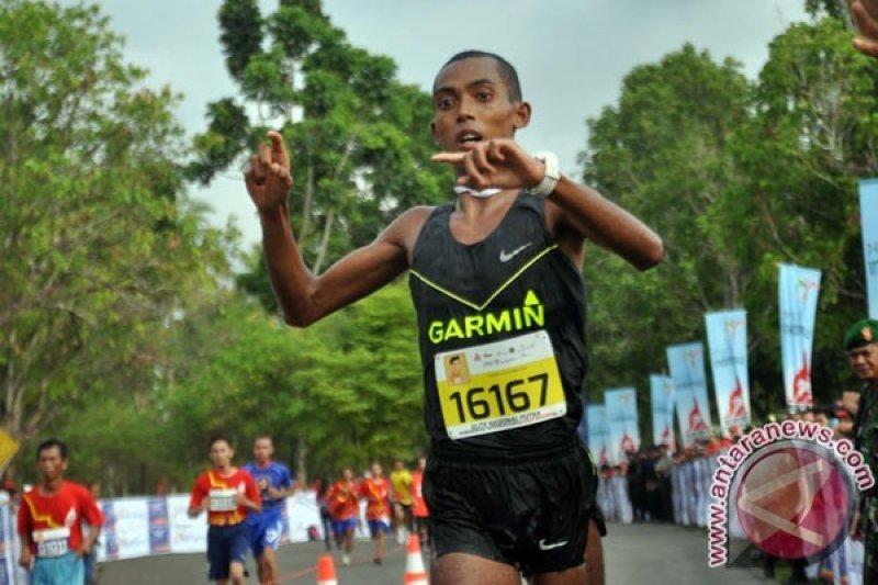 PON - Agus Prayogo dan Triyaningsih Rebut Emas Maraton