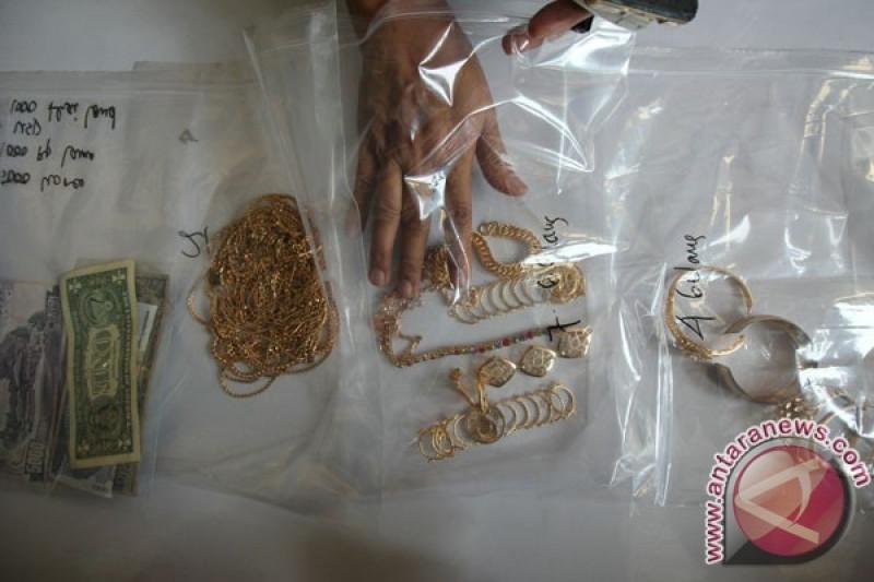Jual emas palsu di Muara Labuh, tiga tersangka ditangkap dan puluhan juta rupiah berhasil diamankan