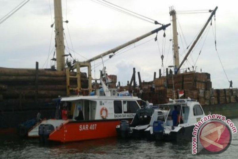 Buruh Bongkar Muat Hilang Terjebur Ke Laut