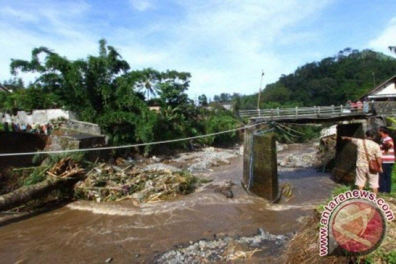Jembatan Ambrol, Dua Desa di Boyolali Terisolasi