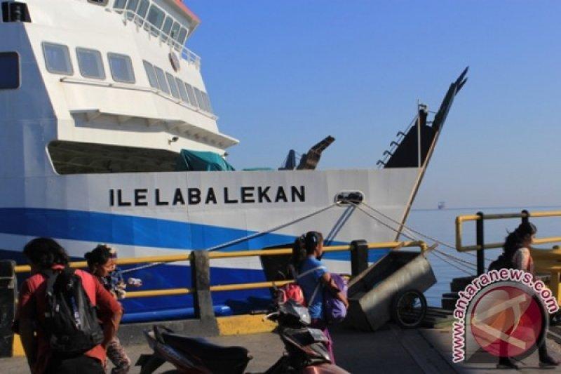ASDP Kupang hentikan pelayaran akibat gelombang