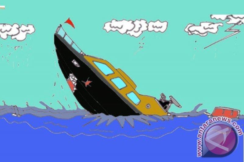 Kapal tenggelam satu mil dari pelabuhan Tigaras