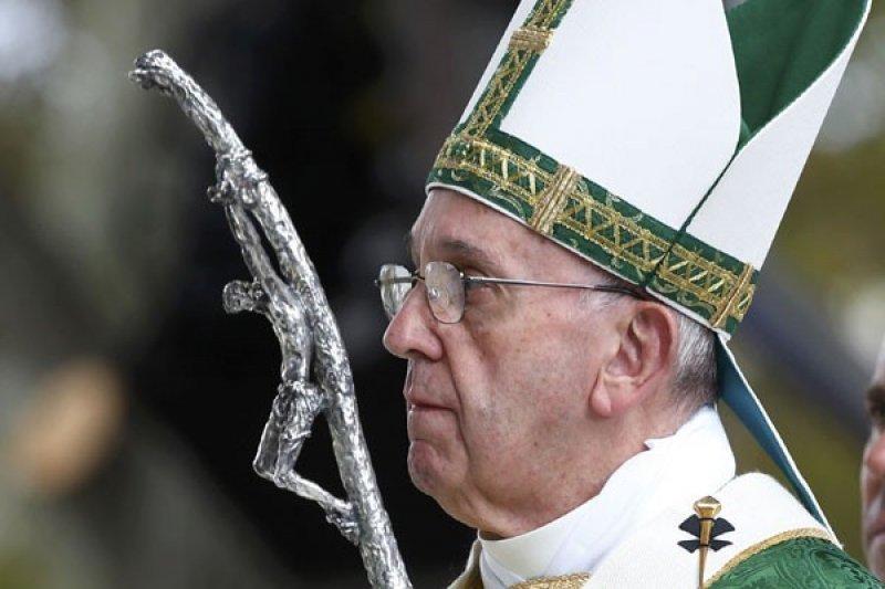 Paus Fransiskus Minta Pangeran Charles Wartakan Pesan Lingkungan