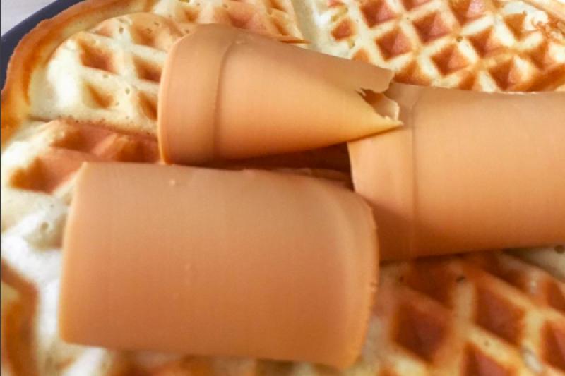 Kue dan waffle berbahan mentega dari serangga