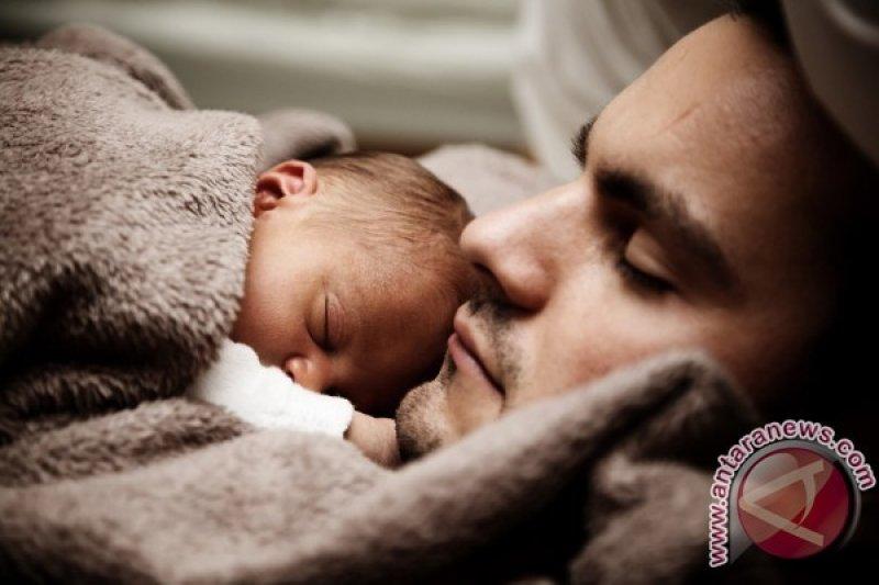 Benarkah pria 'telat' menikah hasilkan bayi bermasalah?