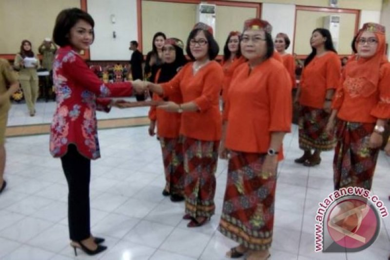 Adolina Sendol Jabat Ketua Kaukus Perempuan Parlemen Bartim