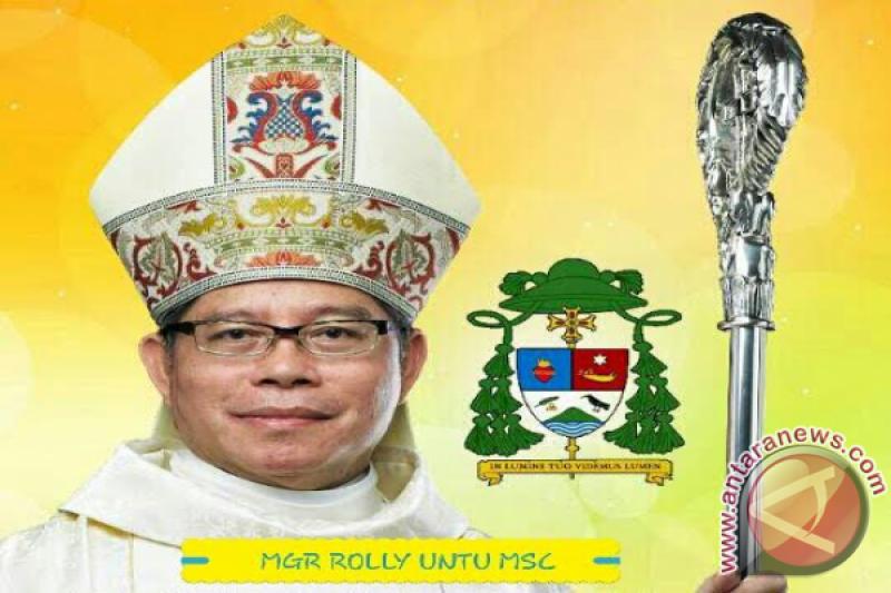 Minggu, Misa Uskup langsung di  TVRI Manado