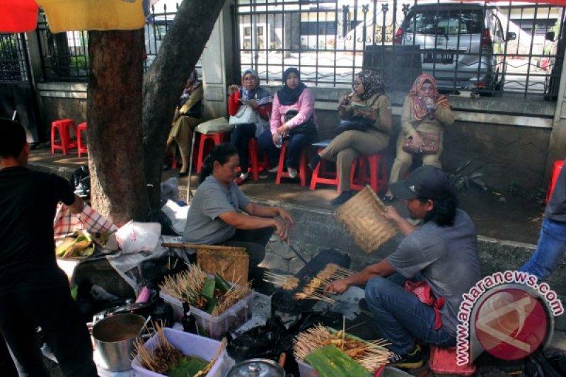 Menikmati Sate Jando di Belakang Gedung Sate