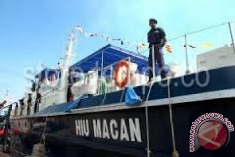 Kapal Pengawas Pantau Perairan Flores Timur