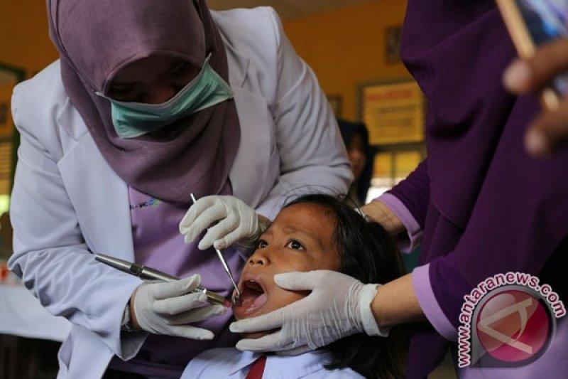 Dokter: orang tua harus perhatikan kesehatan gigi anak