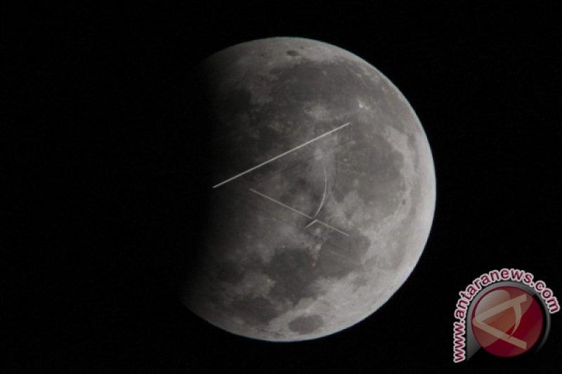Menikmati Gerhana bulan secara live streaming