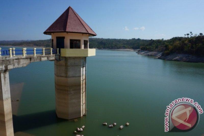 Masyarakat Desa Oelnasi Krisis Air Bersih