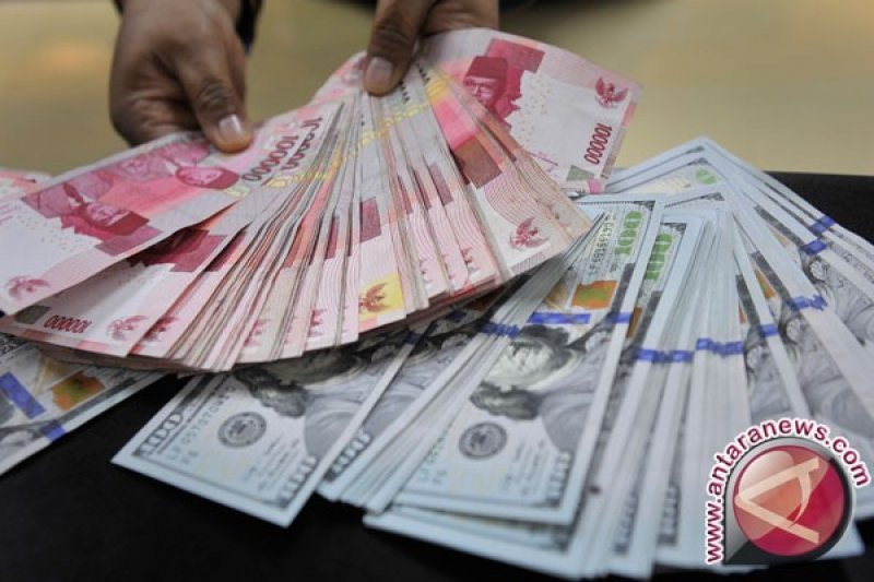 Rupiah menguat tembus level di bawah Rp14.000 per dolar AS
