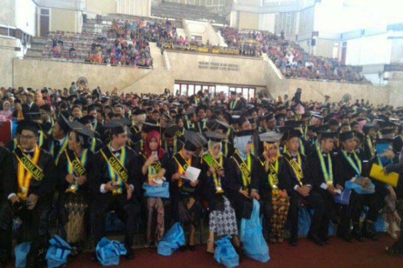 """132 wisudawan UPN Veteran Yogyakarta lulus """"cumlaude"""""""