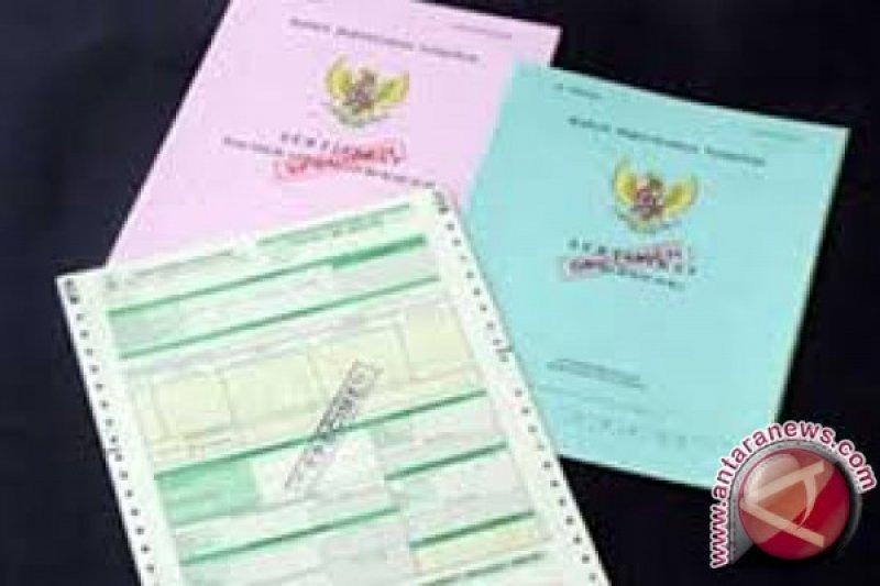 Ribuan orang menanti penyerahan sertifikat dari presiden
