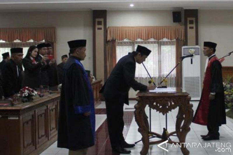 Budi Prayitno Dilantik sebagai Ketua DPRD Kota Magelang