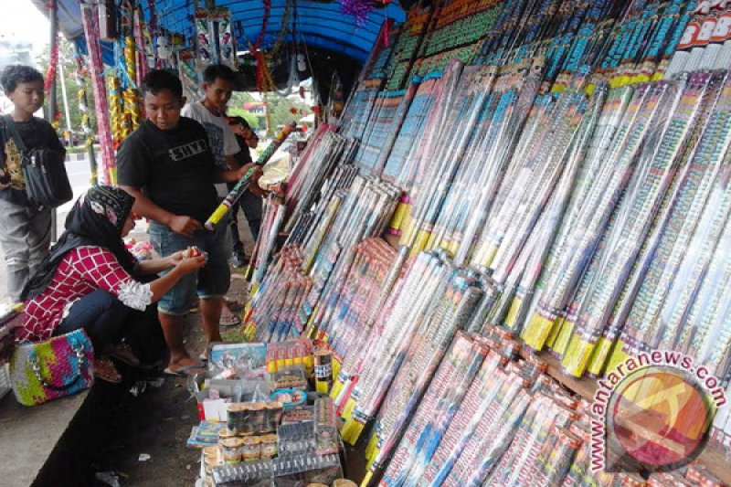 Pedagang kembang api di Palangka Raya mulai marak