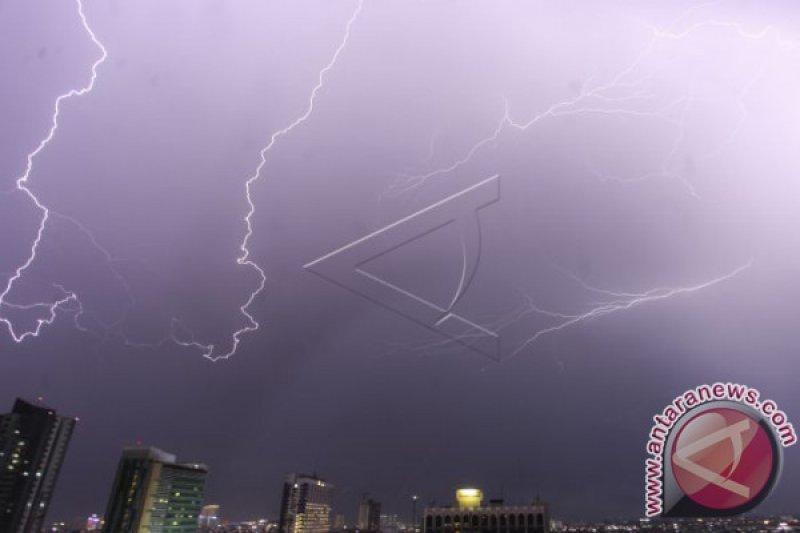 BMKG perkirakan hujan disertai petir di wilayah Jakarta