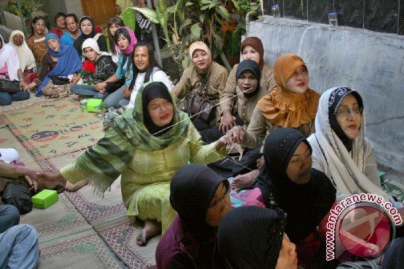 Belasan waria diamankan di Aceh Utara
