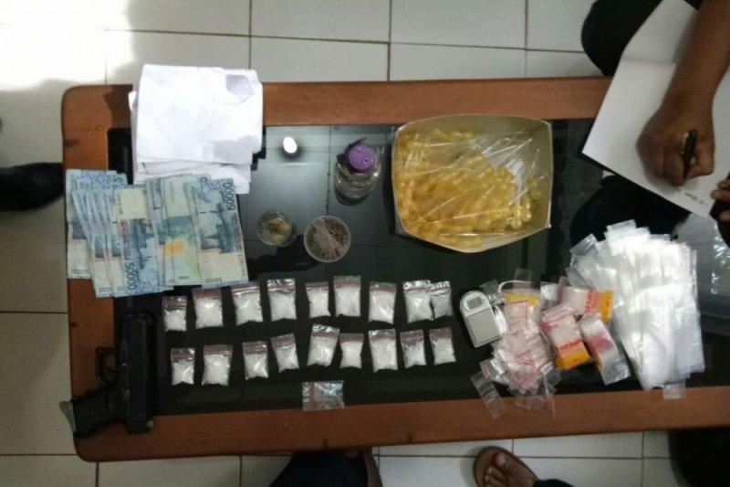 Polisi Pasaman Barat tangkap suami istri pemakai dan pengedar narkoba