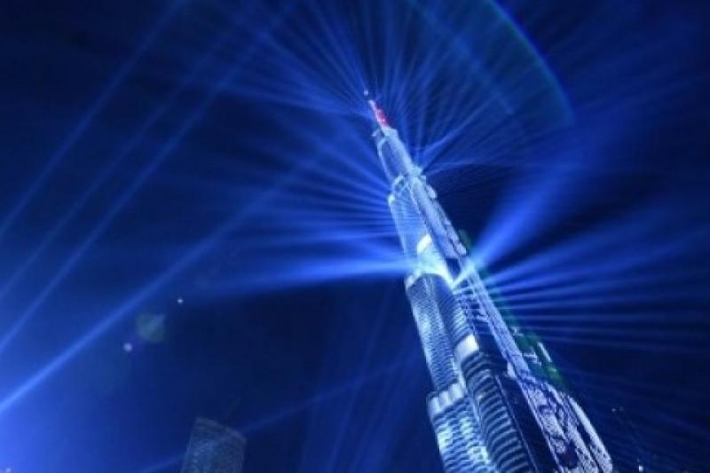 """Burj Khalifa """"jual"""" lampu untuk galang dana bantuan pandemi"""