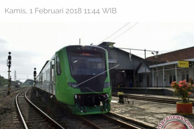 Hundreds of Padang Citizens Enjoy Minangkabau Express Train for Free