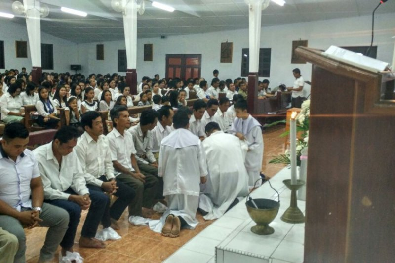 Misa Kamis Putih- Pembasuhan kaki tanda kerendahan diri