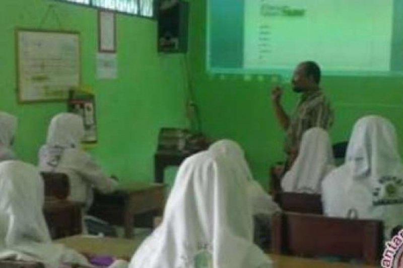Sekolah Madrasah di Riau Dapat Dana BOS Rp183 Miliar, Tunjangan Profesi Guru Rp200 Miliar