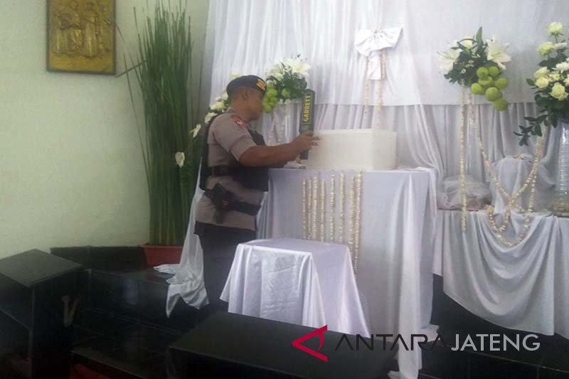 Sambut Paskah, sejumlah gereja di Purwokerto disterilisasi (VIDEO)