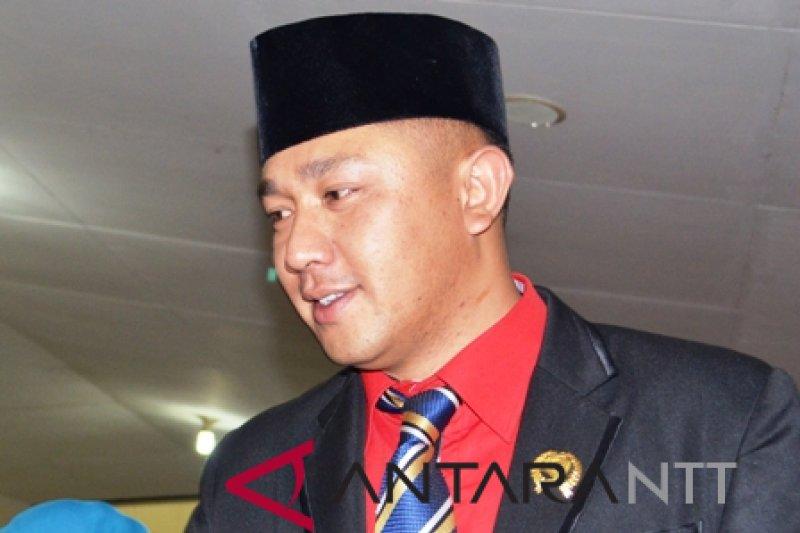 Jefri Un Banunaek, mantan anggota DPRD NTT ditangkap jaksa