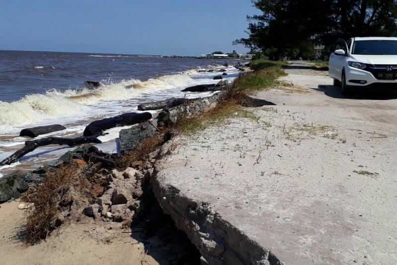 Wisatawan khawatir kawasan wisata Pantai Ujung Pandaran hancur akibat abrasi