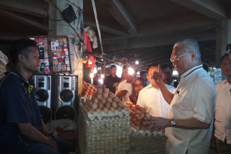 Minister observes prices of basic necessities in Kupang