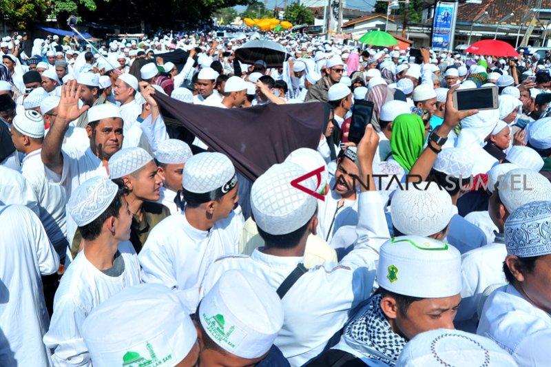 Ribuan warga tumpah ruah pada arak-arakan ziarah Kubro