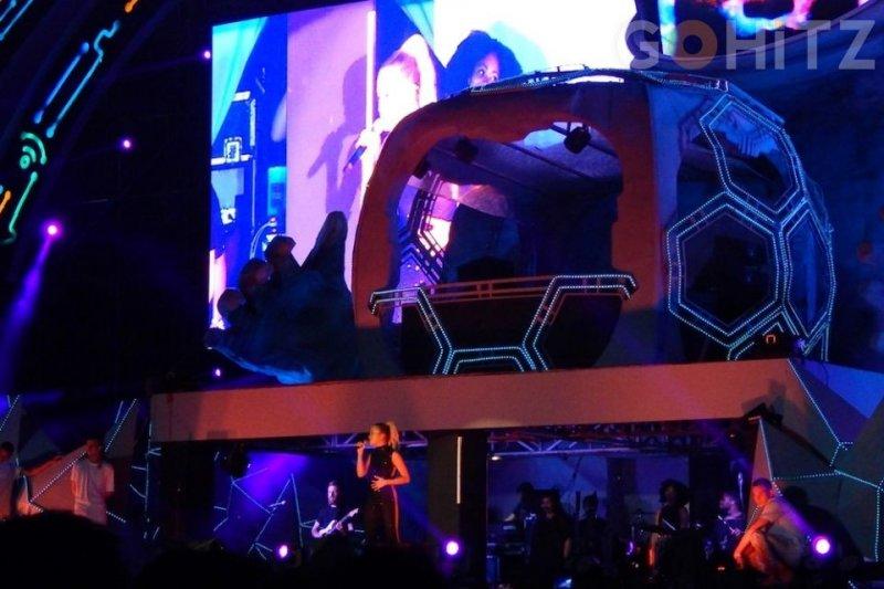 Rita Ora tampil seksi dan enerjik di gelaran SHVR