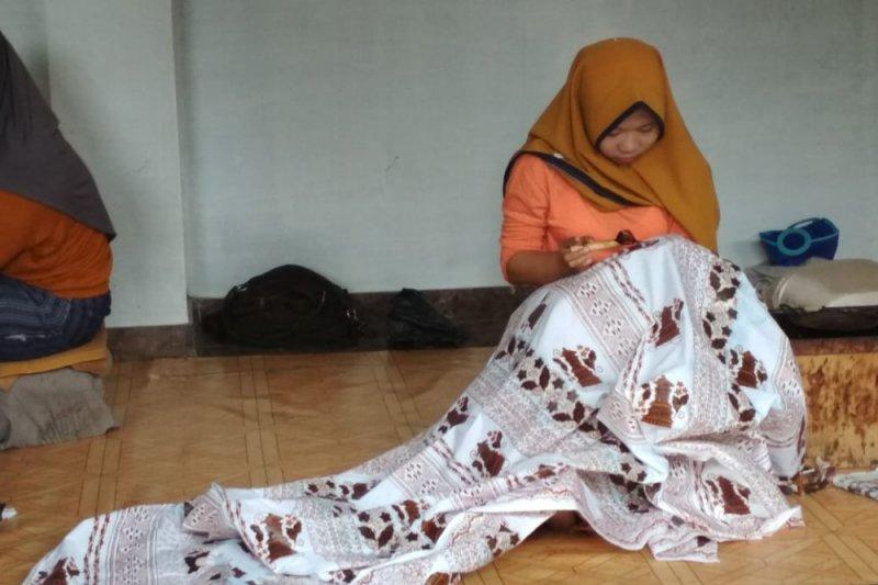 Sarung batik cap Kudus jadi incaran saat Ramadhan (VIDEO)