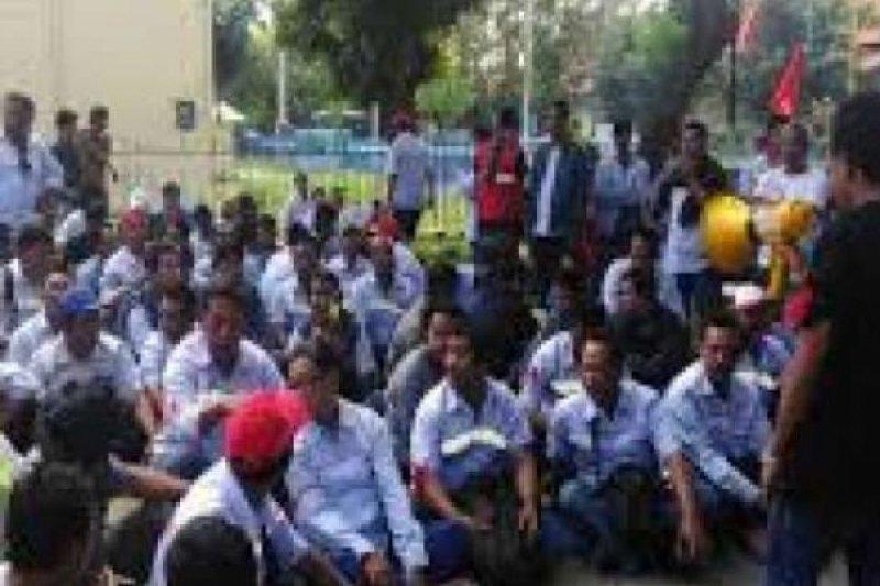 Tidak Puas dengan Bonus, Pekerja PT Inecda Plantation di Inhu Mogok Kerja