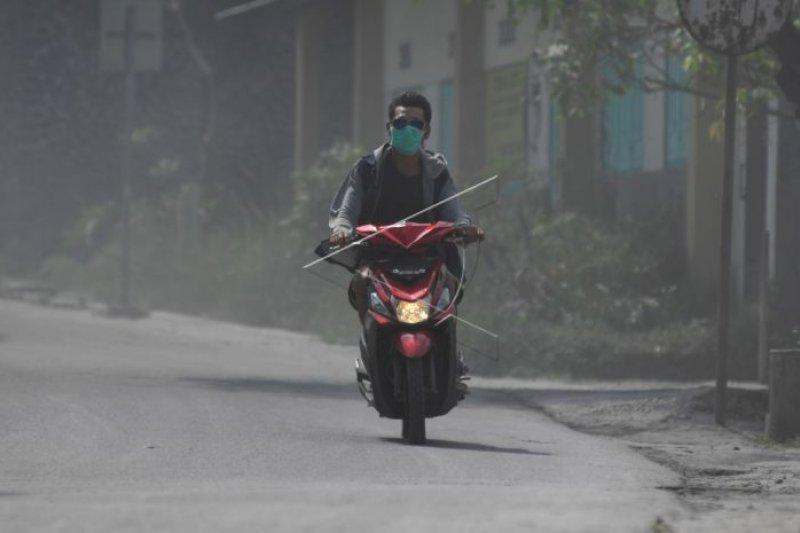 Wilayah Dukun Magelang kembali diguyur hujan abu Merapi