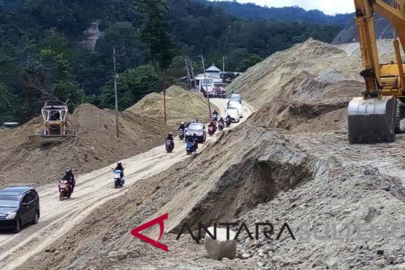 """Jalan Trans Sulawesi di jalur """"Kebun Kopi"""" mulai normal"""