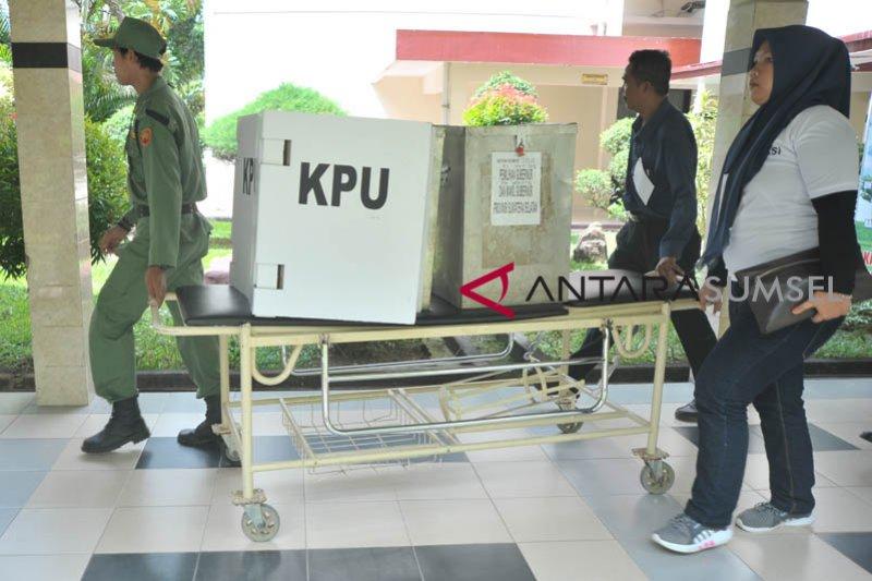 Bawaslu Sleman melakukan pengawasan di TPS keliling pasien COVID-19