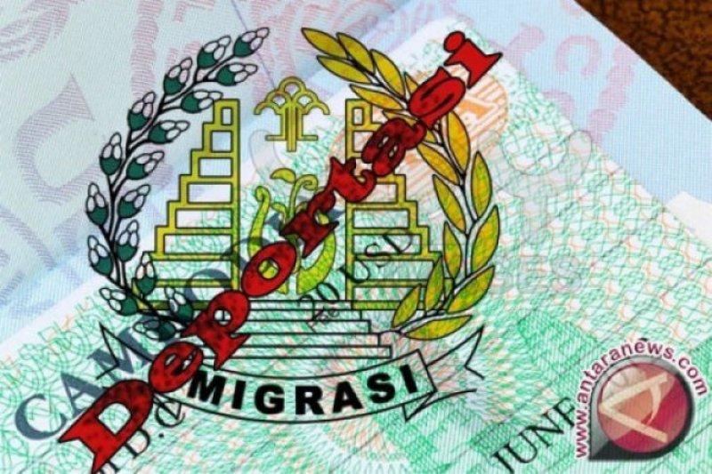 Imigrasi Palembamg deportasi  tiga warga asing