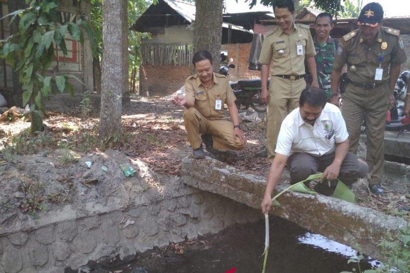 Dinas Lingkungan Hidup tinjau sungai tercemar di Kudus