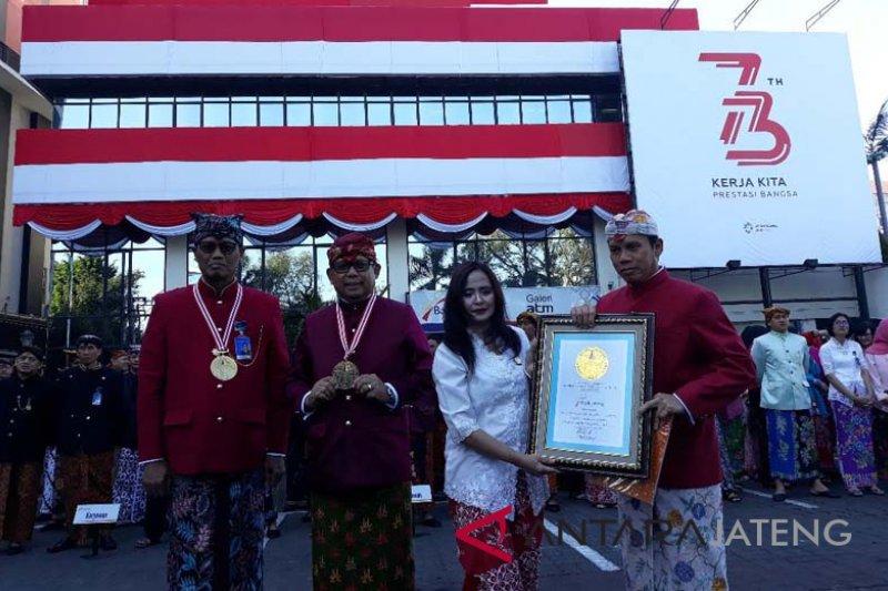 Bentangan kain merah putih Bank Jateng masuk rekor Muri