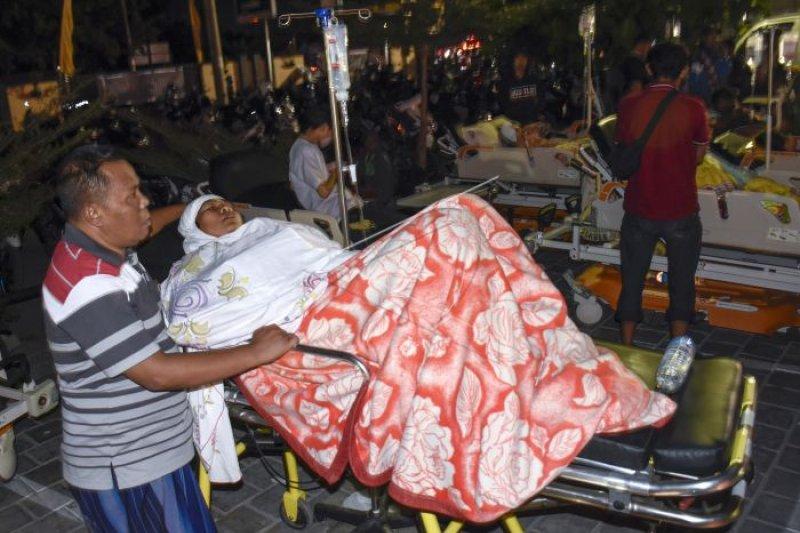 Diguncang gempa susulan, seorang karyawati meninggal