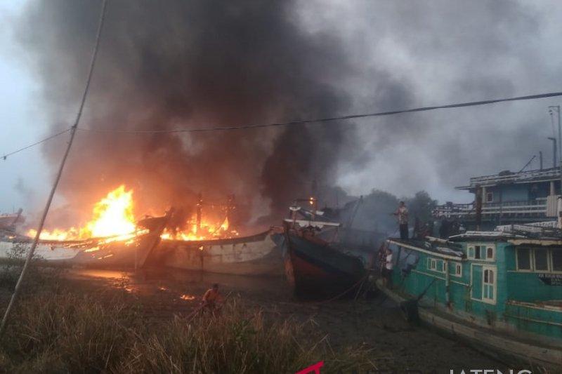 Antisipasi kebakaran, perbaikan kapal wajib lapor