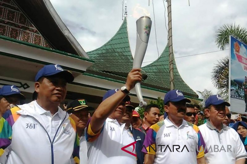 Obor Asian Games telah tiba di Bukittinggi, disambut tari galombang pasambahan (video)