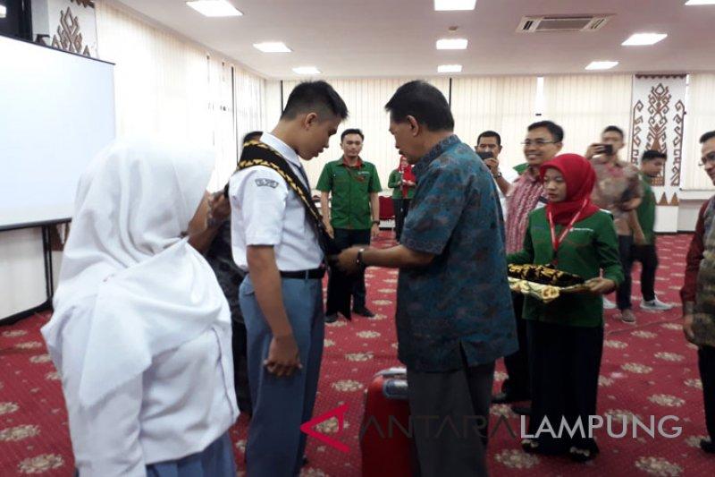 BUMN Hadir - 23 siswa SMN Lampung dilepas ke Gorontalo