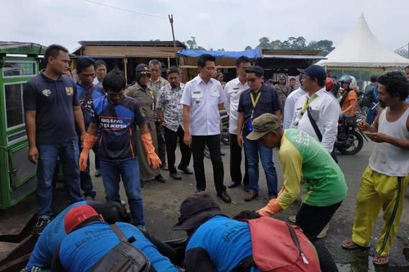 Kunjungi pasar tradisional jadi kerja pertama Bupati Barut