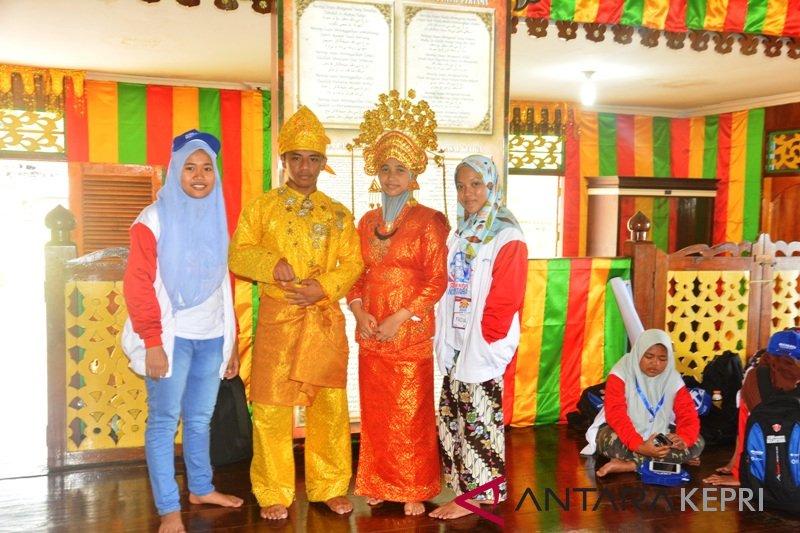 BUMN Hadir - Peserta SMN antusias gunakan pakaian adat Melayu